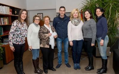 Entrega donativo solidario falleras mayores-1