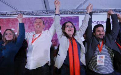 Joan Baldoví junto a Monica Oltra y Vicent Marzà