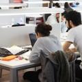 Estudiantes en el aula de estudio de La Fábrica-7
