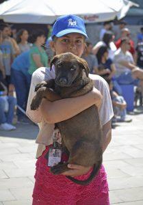 8 Desfile AUPA - BIOPARC - cachorro en brazos (2)