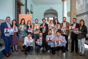 L'executiva de la Unió de Periodistes amb els premiats. Foto: Unió Periodistes Valencians / Biel Aliño